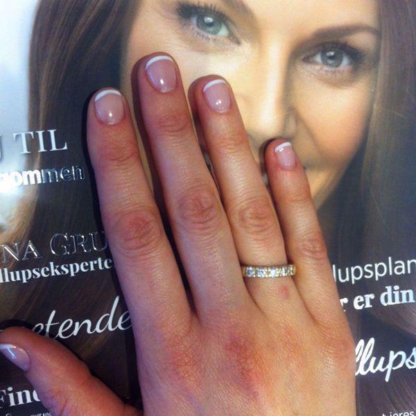 holdbar lakering af neglene med gellak